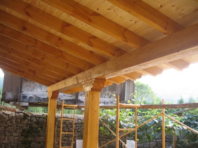 Carpinteria Los Lodos -  Colocación de aleros nuevos. Construcción y colocación de porches y cenadores - Carpintería Los Lodos