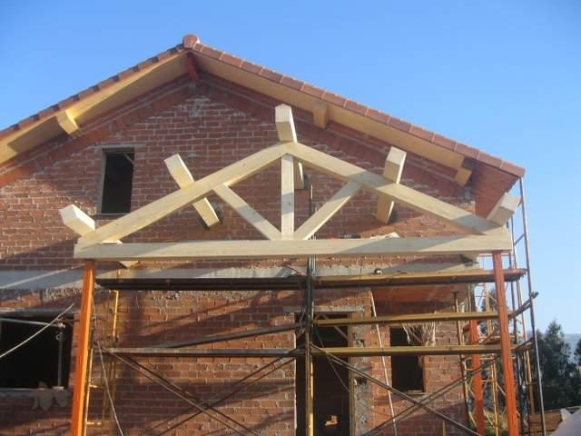 Carpinteria Los Lodos -  Cubriciones típicas asturianas y cubriciones con estructura laminada. Restauración de aleros - Carpintería Los Lodos