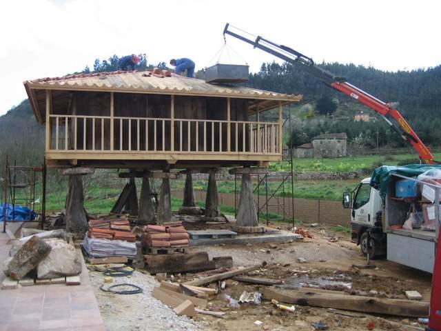 Carpinteria Los Lodos -  Traslados y posterior restauración de hórreos y paneras - Carpintería Los Lodos